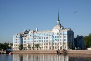 Нахимовское военно-морское училище в Санкт-Петербурге