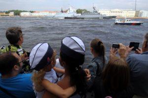 Зрители на Дне Военно-морского флота