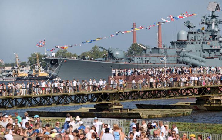 Посещение корабля в День ВМФ в Кронштадте